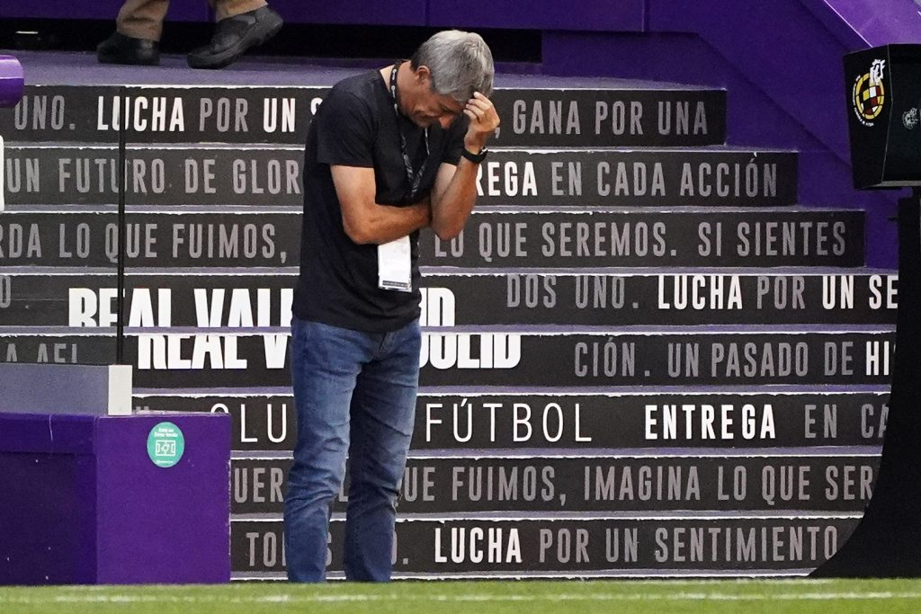 Setién during the game against Valladolid