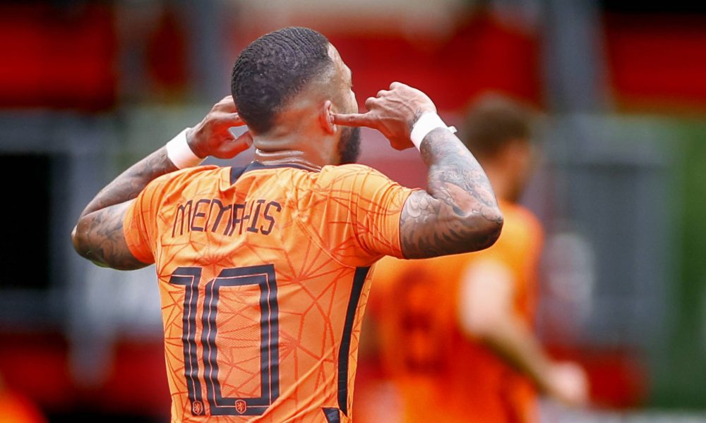 Official: Barcelona announce the signing of Memphis Depay